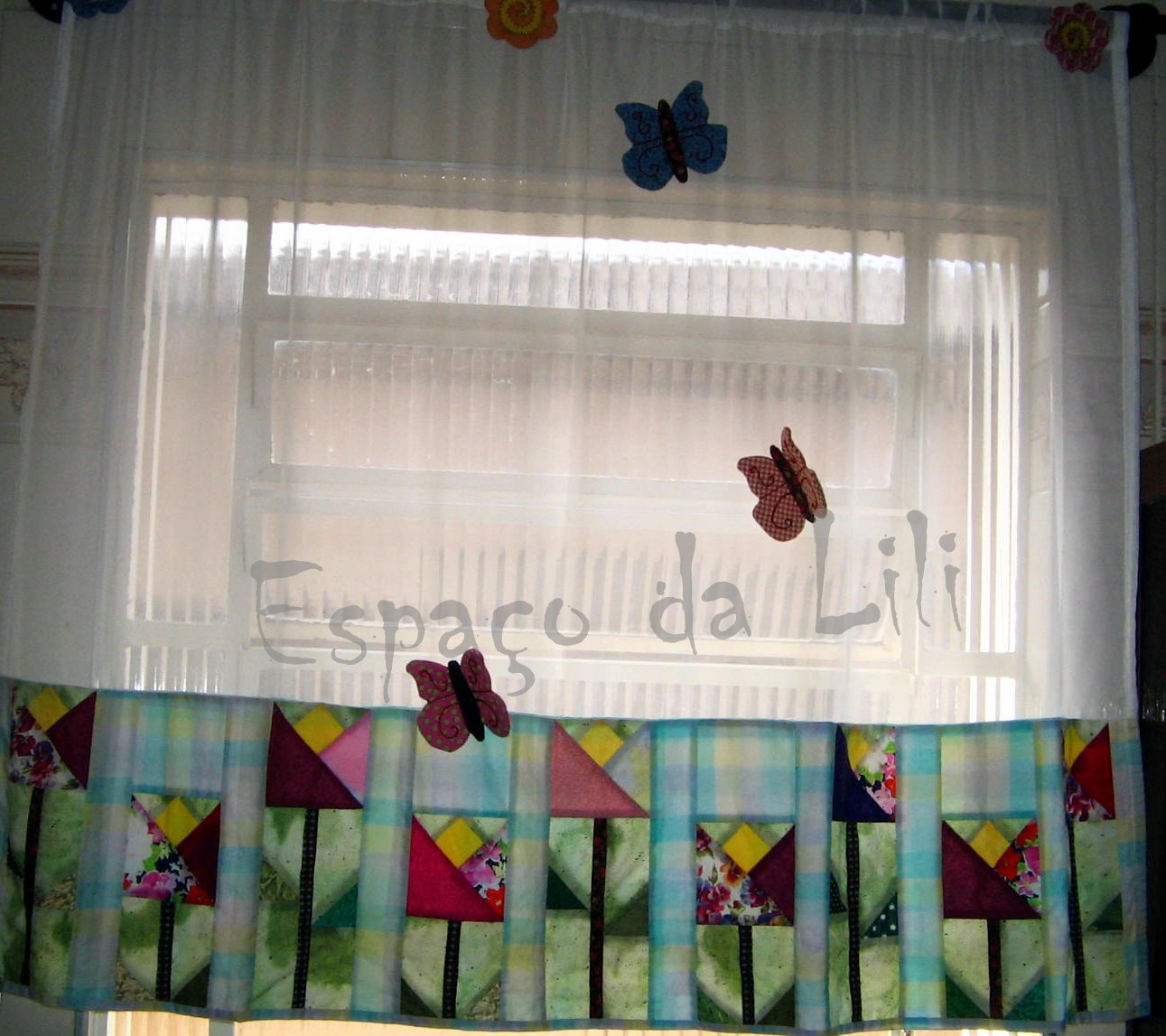 Cortinas ofabulosomundodalili 39 s blog for Cortinas para aulas